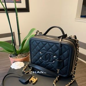 Chanel Filigree Vanity Bag medium size - Gorgeous!